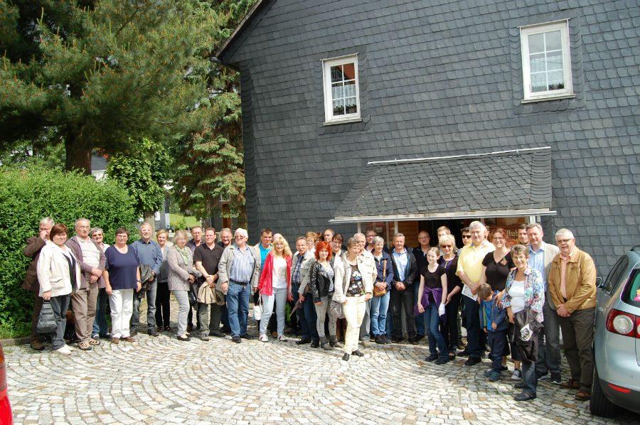Ein letztes Gruppenbild vor dem Heimatmuseum in Oehrenstiock.